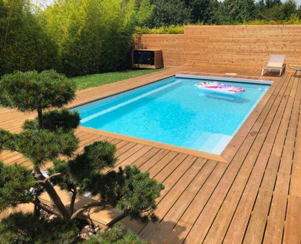 piscine coque avec terrasse en bois
