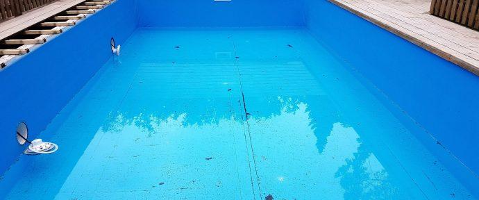 Vider sa piscine coque : une opération délicate parfois nécessaire
