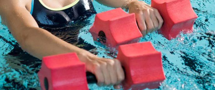 Exercices de musculation à faire dans votre piscine