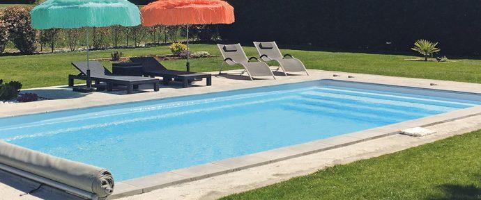Autour de la piscine : comment bien aménager les abords