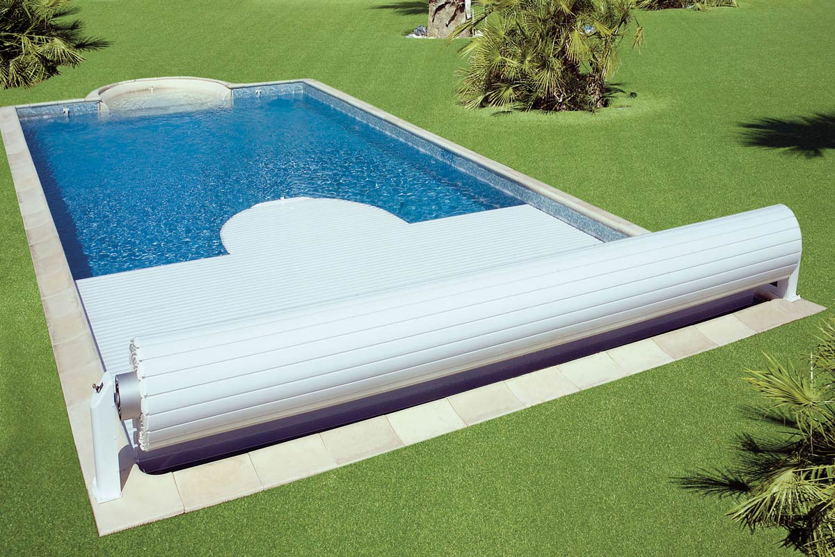 Accessoires piscine couverture, bâche, volet électrique, etc.
