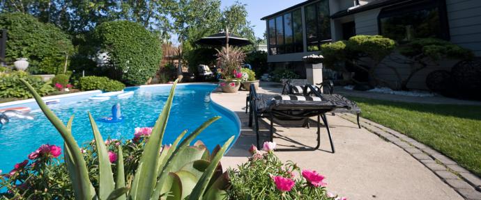 Nos conseils pour aménager un jardin autour d'une piscine